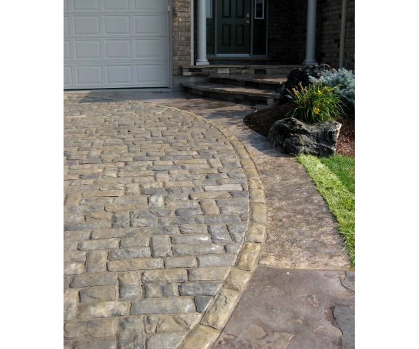 Cobblestone Drive with Jumbo Flagstone Border